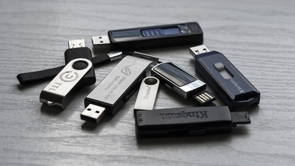 https://pixabay.com/en/memory-stick-memory-media-1267620/